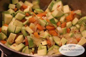 Шаг 5. Тушить с овощами