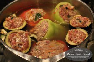 Шаг 6. Залить томатным соусом