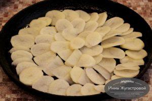 Шаг 8. Выложить картофель