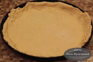 Шаг 11. Выложить нижний слой пирога