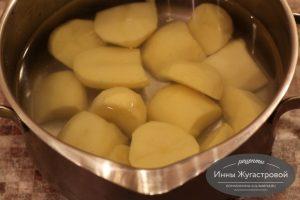Шаг 1. Очистить и нарезать картофель