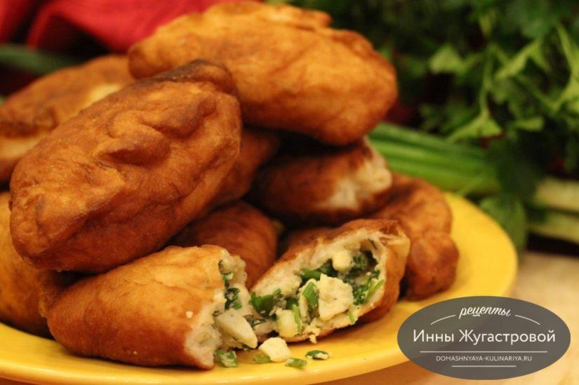 Пирожки жареные с яйцами и зеленым луком