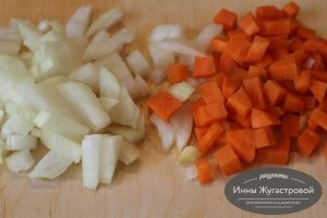 Шаг 3. Овощи нарезать