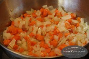 Шаг 4. Обжарить овощи
