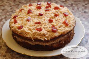 Бисквитный торт с яблочным кремом