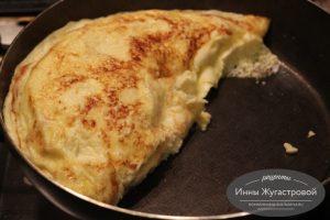 Омлет с начинкой на сковороде из молока