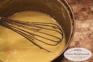 Шаг 5. Смешать яйца, муку, ванилин с небольшим количеством молока