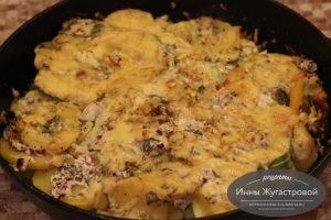 Минтай, запеченный с овощами под сыром