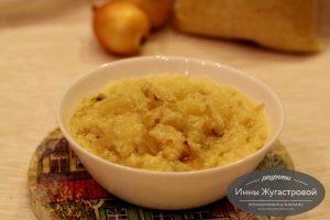 Пшенная каша с обжаренным луком и картофелем