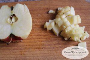 Шаг 1. Нарезать яблоки