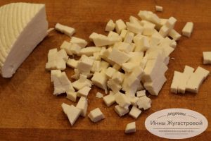 Шаг 1. Нарезать сыр