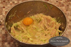 Шаг 6. Добавить яйцо