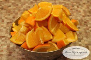Шаг 1. Нарезать апельсины и лимоны