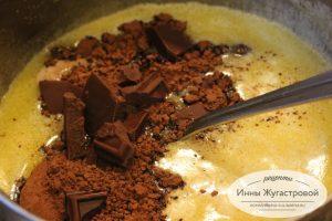 Шаг 4. Добавить шоколад и какао