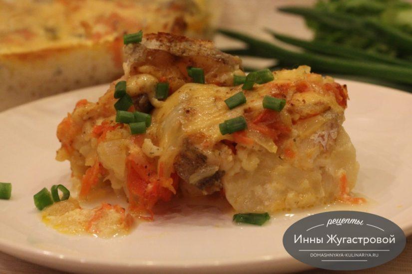 Минтай, запеченный в духовке с цветной капустой в сливочно-сырном соусе