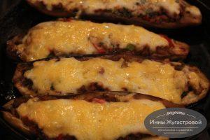 фаршированные мясом и овощами под сыром