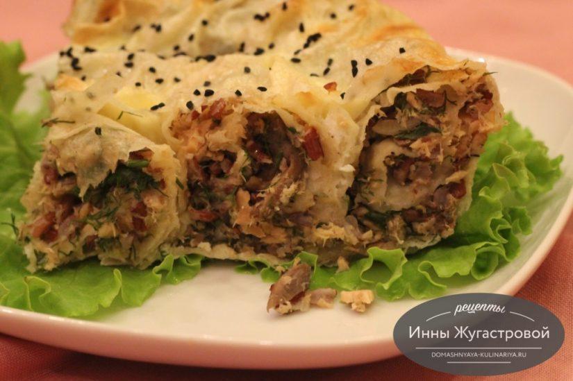 Пирог из лаваша с горбушей, шампиньонами и красным рисом
