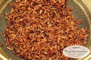 Шаг 1. Отварить красный рис