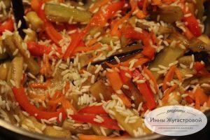 Шаг 7. Добавить перец и рис