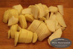 Шаг 3. Картофель нарезать