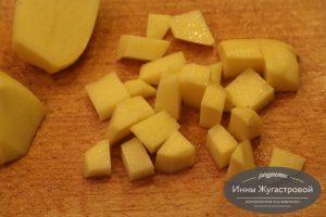 Шаг 10. Нарезать картофель
