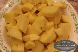 Шаг 4. Картофель нарезать