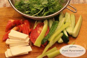 Шаг 2. Нарезать овощи и сыр