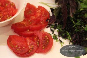 Шаг 4. Нарезать помидоры зелень