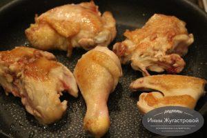 Шаг 3. Обжарить курицу