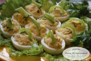Яйца, фаршированные по-гречески