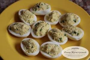 Шаг 5. Нафаршировать яйца
