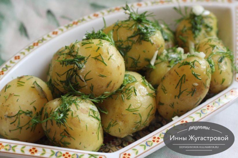 Молодая картошка с чесноком, укропом и ароматным маслом