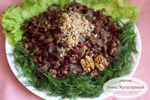 Салат из шампиньонов с фасолью