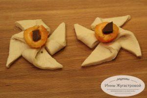 Шаг 4. Пирожные с абрикосами