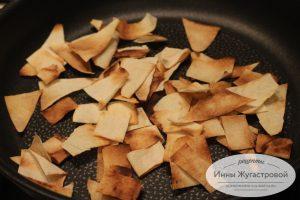 Шаг 2. Обжарить на сухой сковороде
