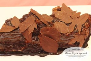 Слоеный торт Осеннее Полено с кремом муслин