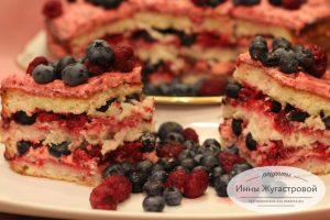 Малиновый бисквитный торт с голубикой