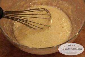 Шаг 1. Взбить яйца с мукой и сахаром