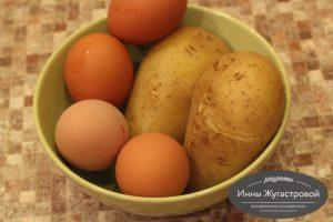 Шаг 1. Отварить картофель и яйца