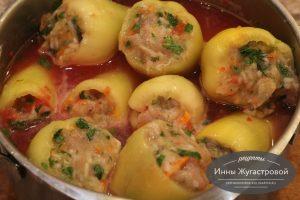 Шаг 8. Залить томатным соусом