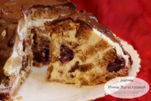 Медовый торт со сметанным кремом и вишней Мистер Пиквик