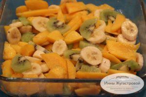 Шаг 3. Выложить фрукты