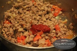 Шаг 7. Добавить томатную пасту