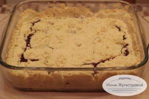 Насыпной пирог с замороженными ягодами