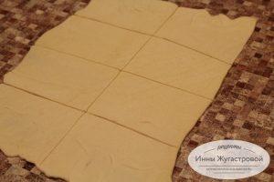 Шаг 1. Раскатать и разделить тесто