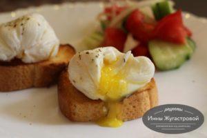 Яйца пашот на тостах