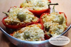 Фаршированный брюссельской капустой и рисом болгарский перец
