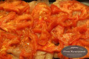 Шаг 4. Выложить помидоры