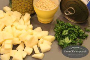 Шаг 3. Нарезать картофель и укроп