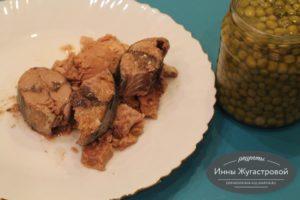 Шаг 5. Выложить рыбу с горошком в овощной бульон